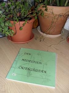 Den medeltida örtagården